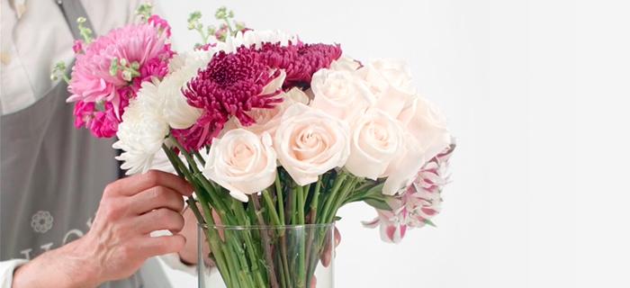 Diy A Simple Elegant Flower Arrangement With A Long Stemmed Flowers